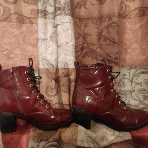 XOXO Womens Heeled Boots